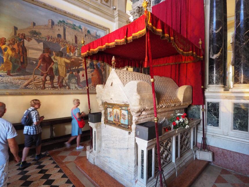 Rovinj - sarkofag św. Eufemii