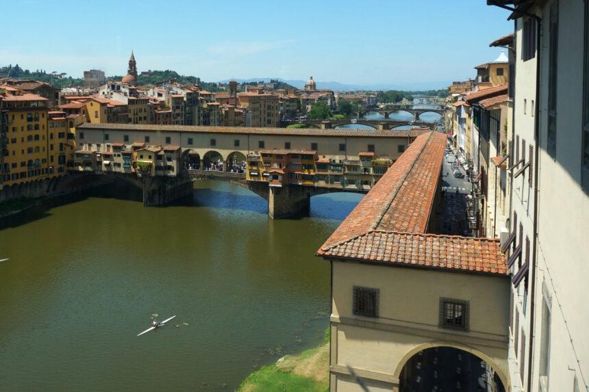 Florencja - mosty nad Arno, korytarz Vasariego